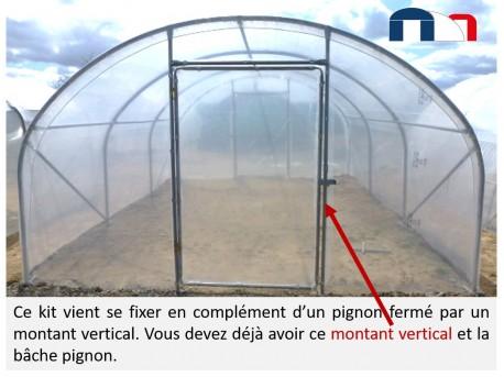 Kit pignon porte en complément d'un pignon fermé par un montant vertical.
